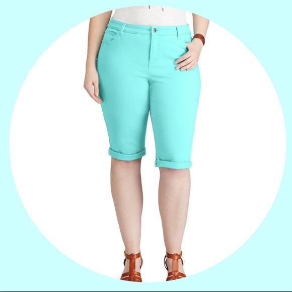 6900e4e40c6 Plus Size CHAPS Cuffed Twill Capri Pants. NWT